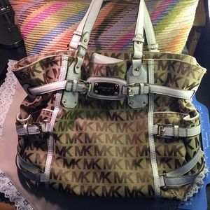 MK MONOGRAM SHOULDER LARGE BAG.  TV$400